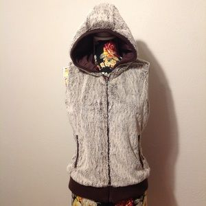 Patagonia faux fur hooded vest😍